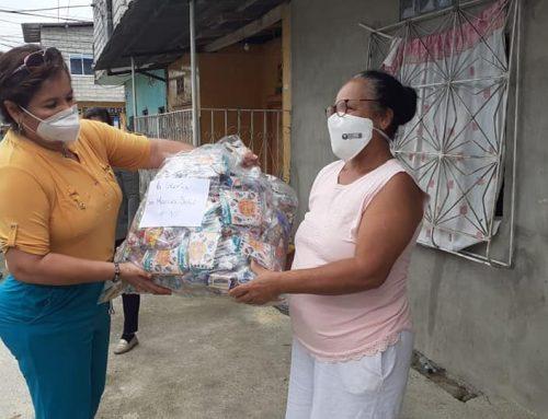 ALCALDE ENTREGÓ MÁS DE 5.000 FUNDAS DE CARAMELOS POR EL «DÍA DEL NIÑO»